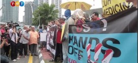 FMT Video and PASTv: #BantahTPPA protest at KLCC – TPPA is a myth of free trade – 11 Oct 2013